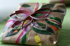 5 Ethical Alternatives to Wrapping Paper